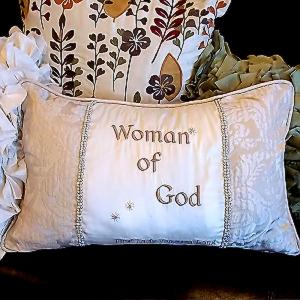 Divina-Pillow-front.jpg